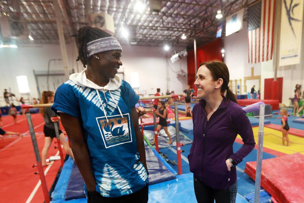 Becca Rice, de 18 años, y su madre adoptiva, Cassie, entrenadora de gimnasia y propietaria de Gymcats, pasan tiempo juntas en Gymcats en Henderson el lunes 7 de mayo de 2018. Andrea Cornejo Las V ...