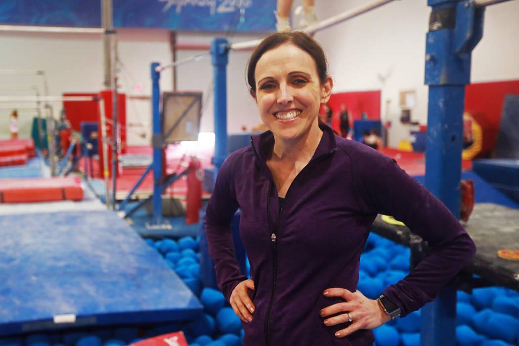 Cassie Rice, entrenadora de gimnasia y propietaria de Gymcats, posa para una fotografía en el gimnasio de Henderson el lunes 7 de mayo de 2018. Andrea Cornejo Las Vegas Review-Journal @dreacornejo