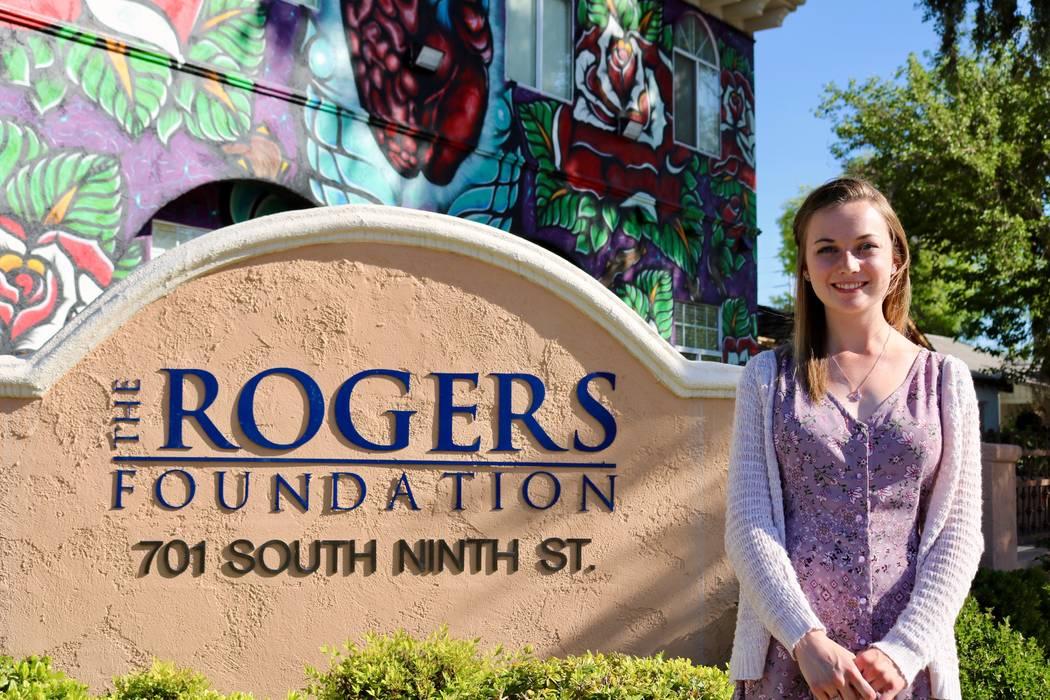 Taylor Kloos, una estudiante de último año en Northwest Career and Technical Academy, en la sede de The Rogers Foundation en Las Vegas, el lunes 7 de mayo de 2018. Kloos recibió una beca comple ...