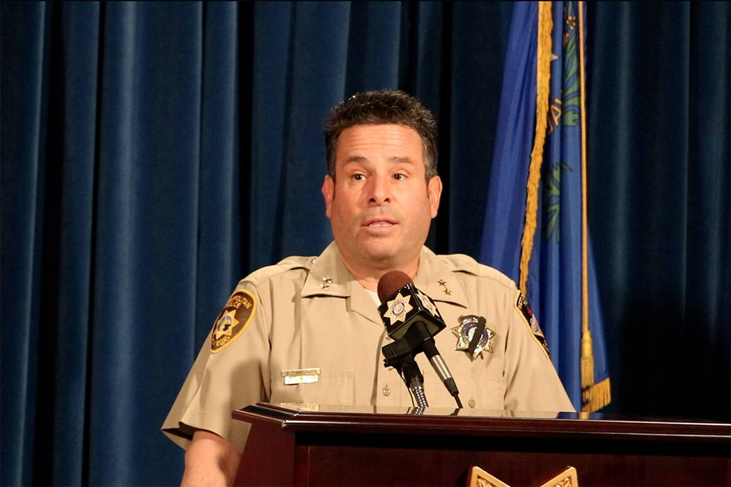 El Alguacil Auxiliar de LVMPD, Brett Zimmerman, informa a los medios sobre el sexto tiroteo del año en la sede de LVMPD en Las Vegas, el martes 15 de mayo de 2018. Madelyn Reese / Las Vegas Revie ...