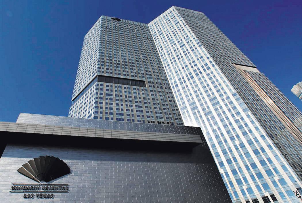 Torre del hotel y condominios Mandarin Oriental, viernes, 14 de julio de 2017, en CityCenter en Las Vegas Strip. (Bizuayehu Tesfaye / Las Vegas Review-Journal) @bizutesfaye