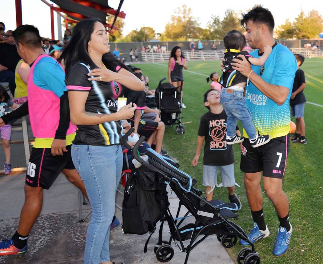 Carlos Álvarez es referente del equipo local, dentro y fuera de la cancha. Miércoles 16 de mayo en el Peter Johann Field de UNLV. (Foto Frank Alejandre / El Tiempo)