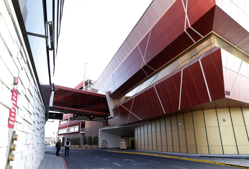 El exterior de Lucky Dragon, que cerró las operaciones de los juegos y casinos a principios de enero, en Las Vegas el lunes 16 de abril de 2018. Bizuayehu Tesfaye / Las Vegas Review-Journal @bizu ...