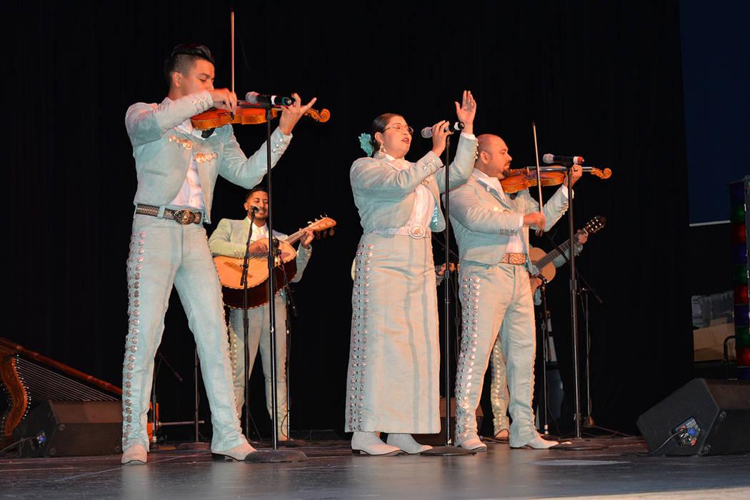 El mariachi Acero estelarizó la Noche Mexicana. Viernes 18 en el Centro Cultural Winchester. Foto Frank Alejandre / El Tiempo.