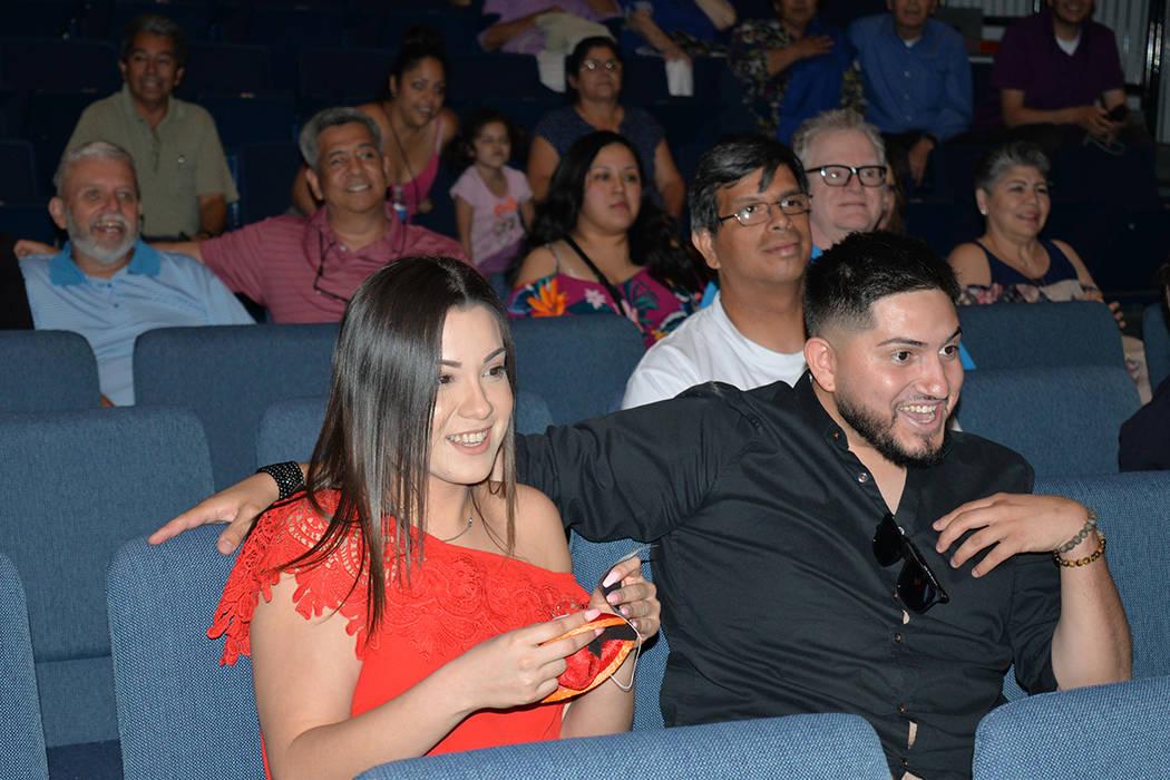 Heidi Hernández ganó una hora de mariachi que Acero promocionó en redes sociales. Se hizo acreedora porque debajo de su asiento se encontraba un sombrerito mexicano. Viernes 18 en el Centro Cul ...