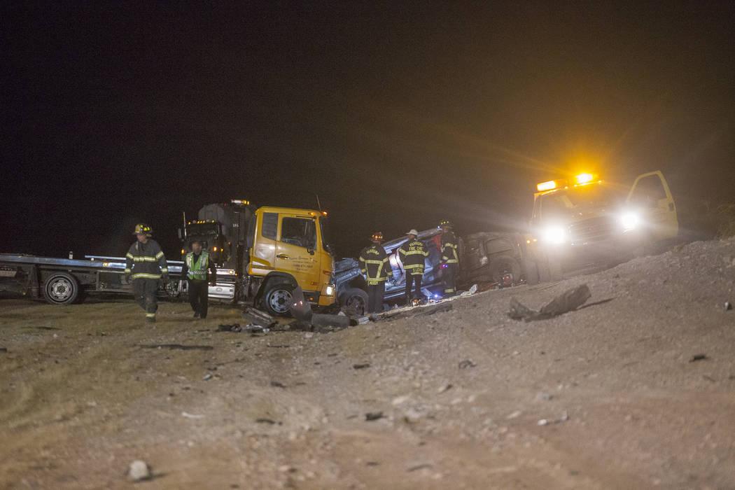 El camión GMC 2500 que se volcó en la zanja en el accidente de fatalidad múltiple en la carretera estadounidense 95, cerca del Valle de Amargosa en el condado de Nye, el domingo 20 de mayo de 2 ...