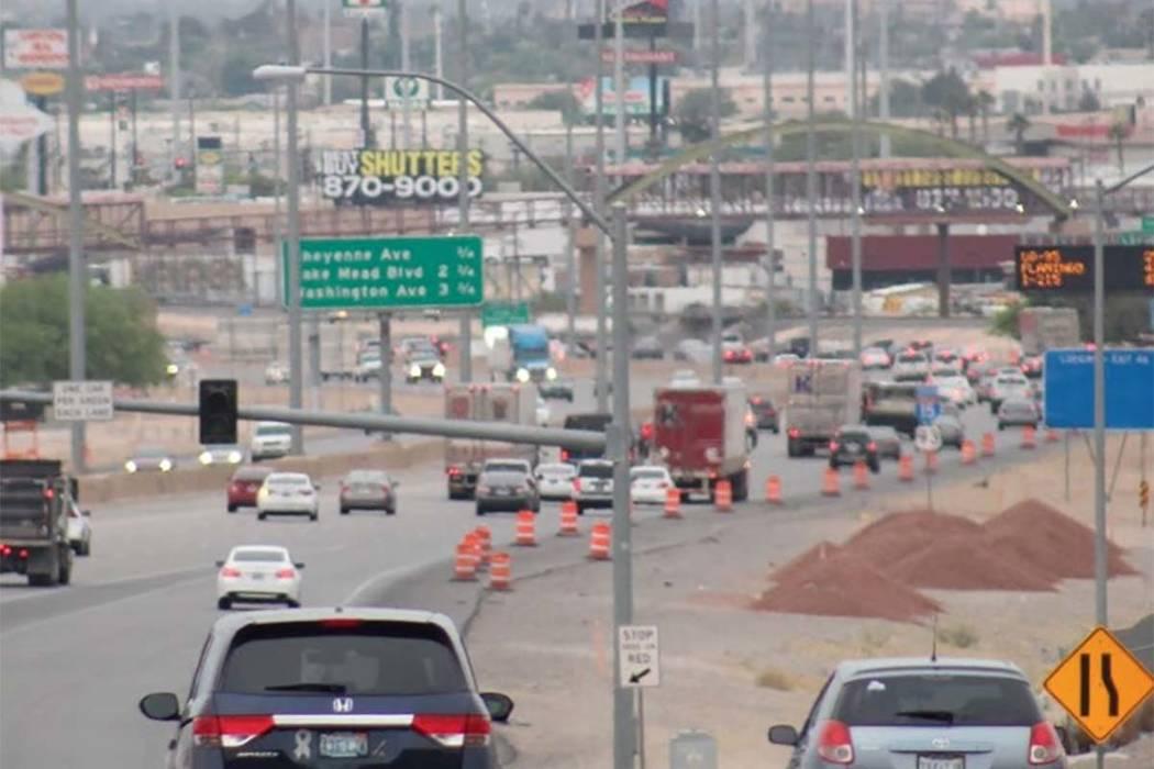 El tránsito del Electric Daisy Carnival se dirige hacia el sur por la Interestatal 15. (Max Michor / Las Vegas Review-Journal)