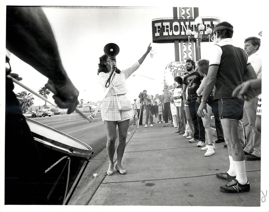 Un portavoz da esperanzas a los huelguistas durante una huelga sindical culinaria en 1984. (Foto de archivo / Las Vegas Review-Journal)