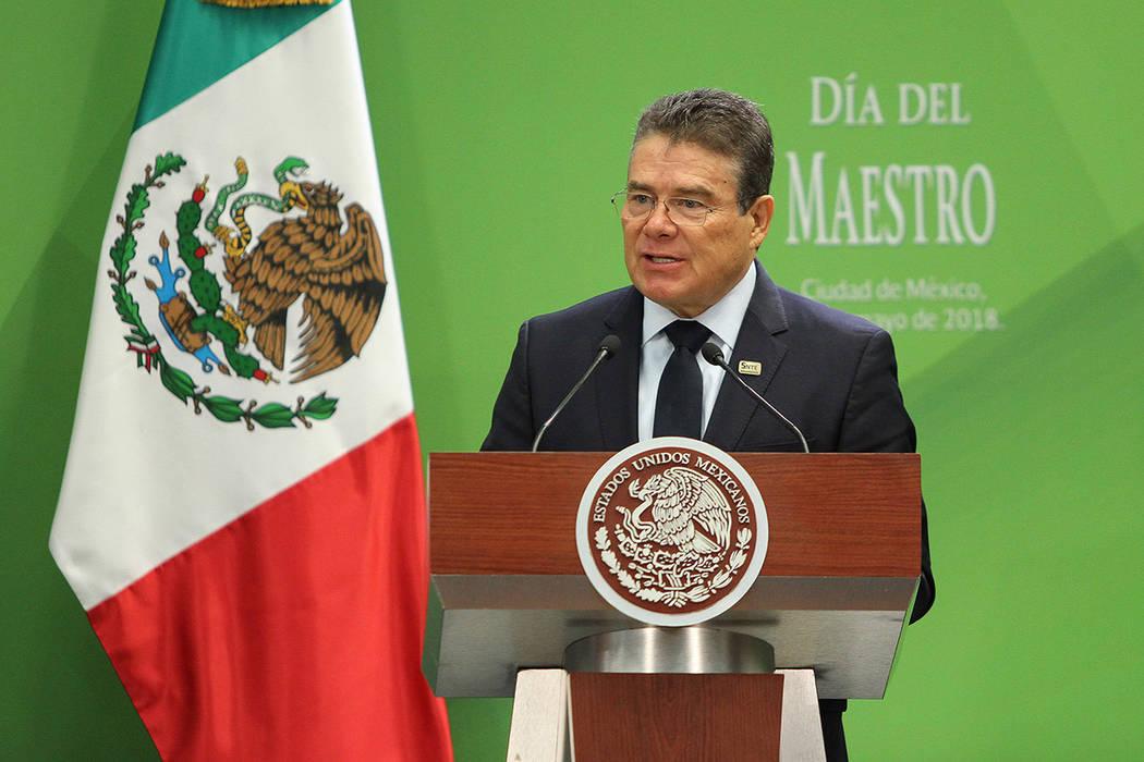 México, 15 May 2018 (Notimex-Isaías Hernández).- El presidente Nacional del SNTE, Juan Díaz de la Torre, durante la celebración y entrega de reconocimientos con motivo del Día del Maestro en ...