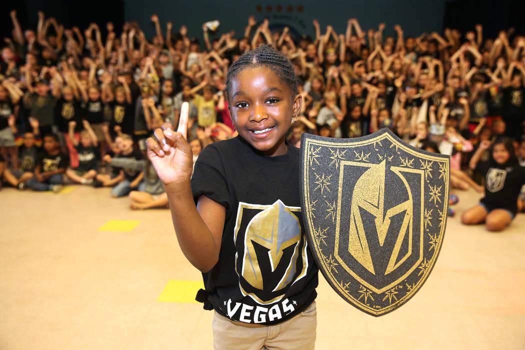 D'Myah Dees, de 9 años, muestra su apoyo a Vegas Golden Knights vistiendo los colores del equipo durante la escuela en Las Vegas, el jueves 24 de mayo de 2018. Erik Verduzco Las Vegas Review-Jour ...