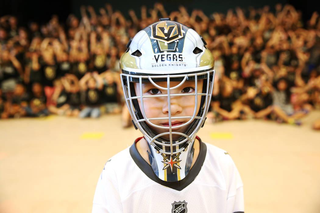 Nikko Schrader, de 6 años, muestra su apoyo a Vegas Golden Knights vistiendo los colores del equipo durante la escuela en Las Vegas, el jueves 24 de mayo de 2018. Erik Verduzco Las Vegas Review-J ...