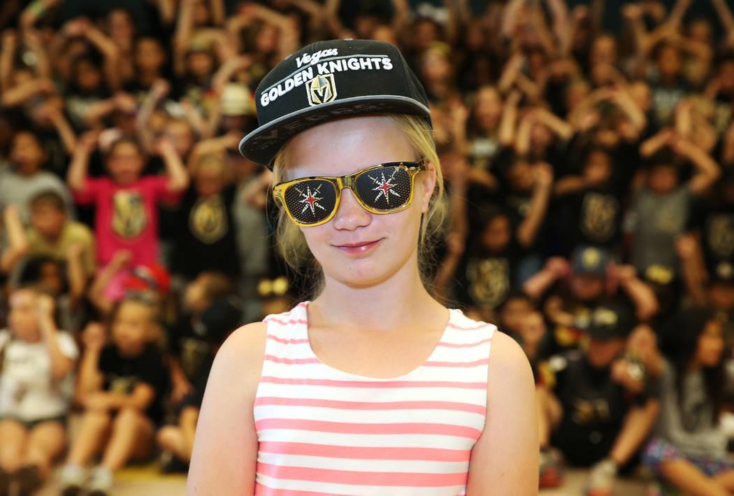 Natalie Fuciman, de 11 años, muestra su apoyo a Vegas Golden Knights vistiendo los colores del equipo durante la escuela en Las Vegas, el jueves 24 de mayo de 2018. Erik Verduzco Las Vegas Review ...