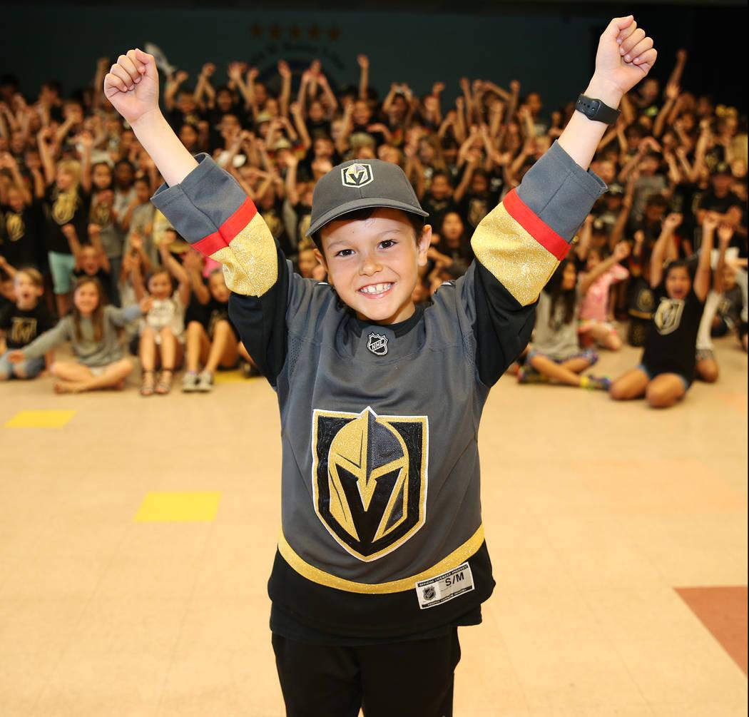 John Acevedo, 8, muestra su apoyo a Vegas Golden Knights vistiendo los colores del equipo durante la escuela en Las Vegas, el jueves 24 de mayo de 2018. Erik Verduzco Las Vegas Review-Journal @Eri ...