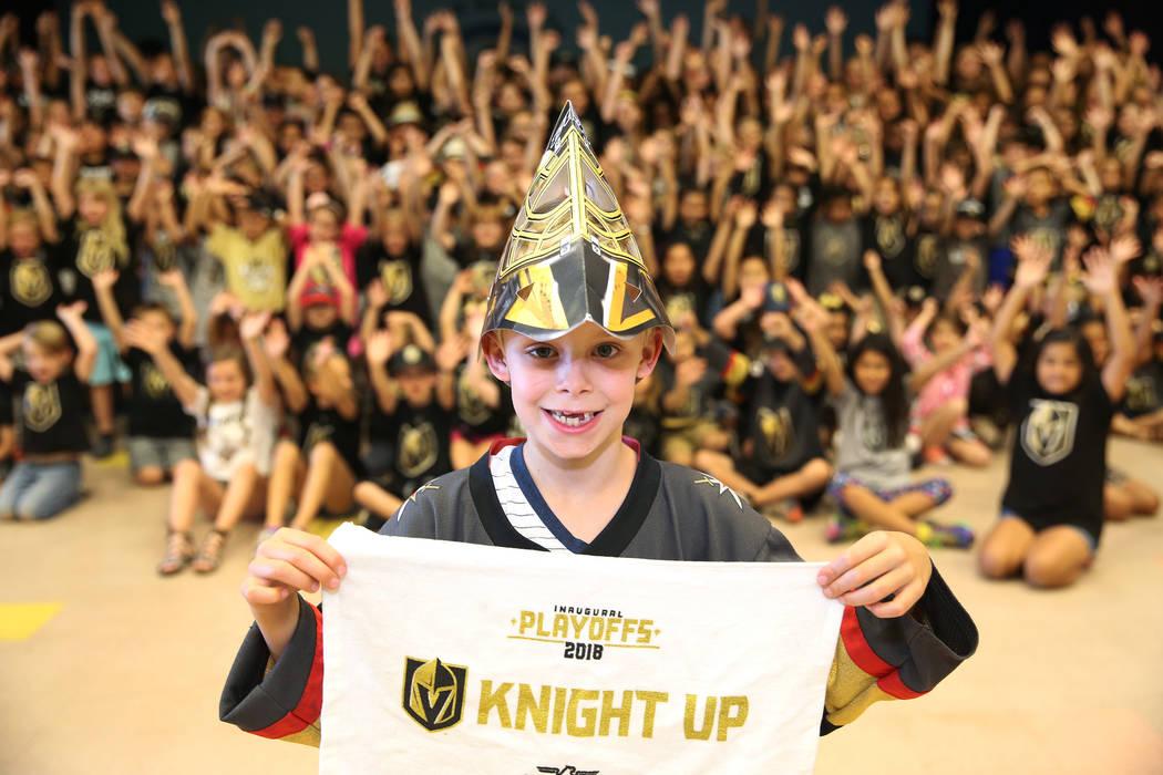 Liam Shaw, de 7 años, muestra su apoyo a Vegas Golden Knights vistiendo los colores del equipo durante la escuela en Las Vegas, el jueves 24 de mayo de 2018. Erik Verduzco Las Vegas Review-Journa ...