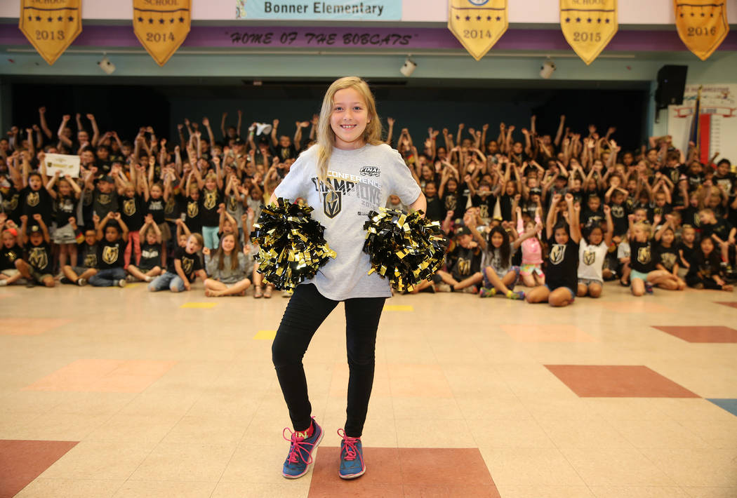 Madison Hoffman, de 9 años, muestra su apoyo a Vegas Golden Knights vistiendo los colores del equipo durante la escuela en Las Vegas, el jueves 24 de mayo de 2018. Erik Verduzco Las Vegas Review- ...