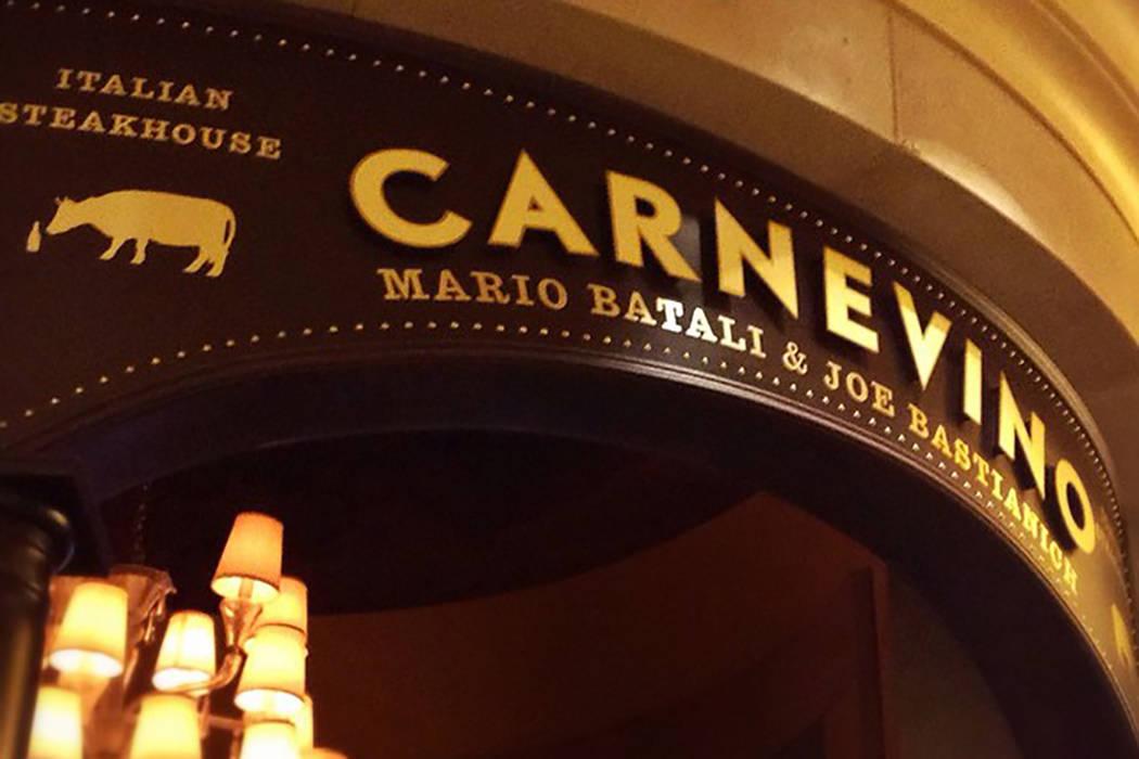 Días después de que se presentaran nuevas acusaciones de mala conducta sexual contra el famoso chef Mario Batali, su empresa anunció que cerrará sus tres restaurantes de Las Vegas, que incluye ...