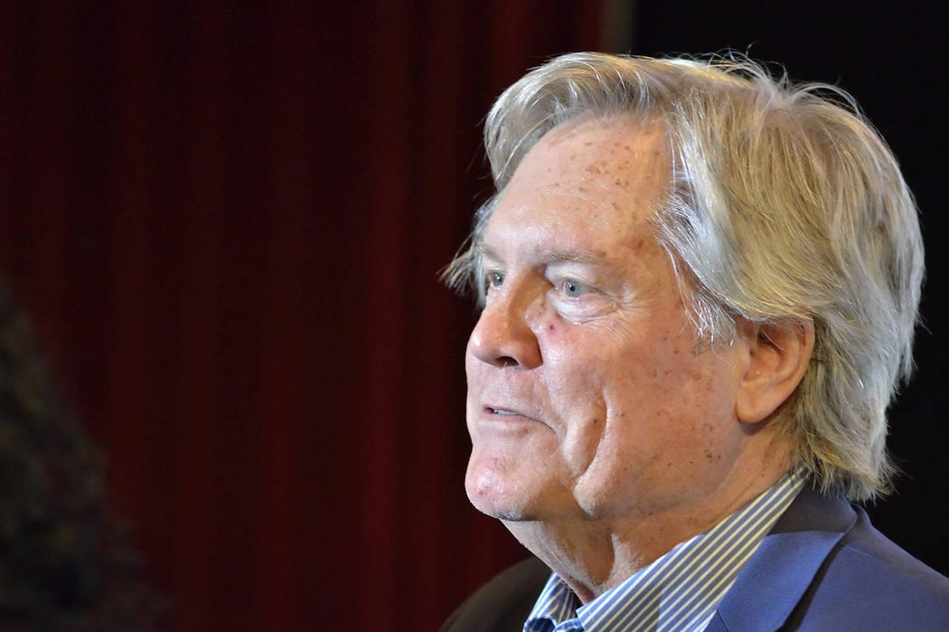 """El senador estatal Tick Segerblom, D-Las Vegas, sirve como moderador de un panel de discusión sobre """"Tratamientos alternativos para TEPT"""" en Greenspun Hall en la UNLV en 4505 S. Maryland Parkway ..."""