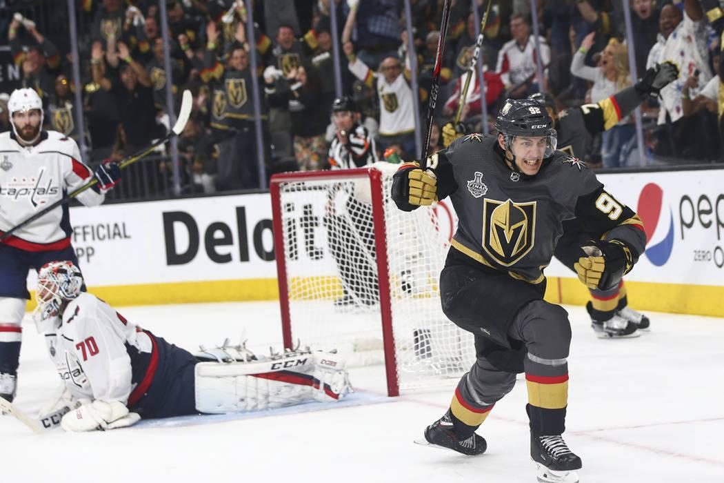 Tomás Nosek (92) celebra el primero de sus dos goles anotados en el primer juego de la Final de Stanley Cup. Lunes 28 de mayo de 2018 en T-Mobile Arena. Foto Chase Stevens / Las Vegas Review Journal.