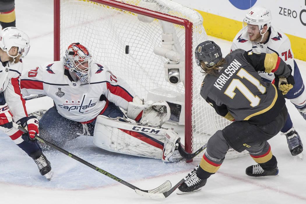 William Karlsson (71) anotó uno de los goles en el triunfo de Golden Knights sobre Capitals. Lunes 28 de mayo de 2018 en T-Mobile Arena. Foto Benjamín Hager / Las Vegas Review Journal.