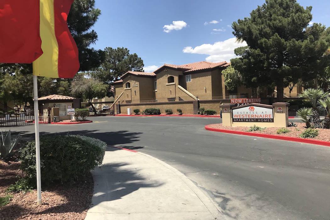 La policía de Las Vegas está investigando después de que un niño de 2 años murió de un disparo la mañana del miércoles 30 de mayo de 2018 en el valle noreste. (Greg Haas / Las Vegas Review ...