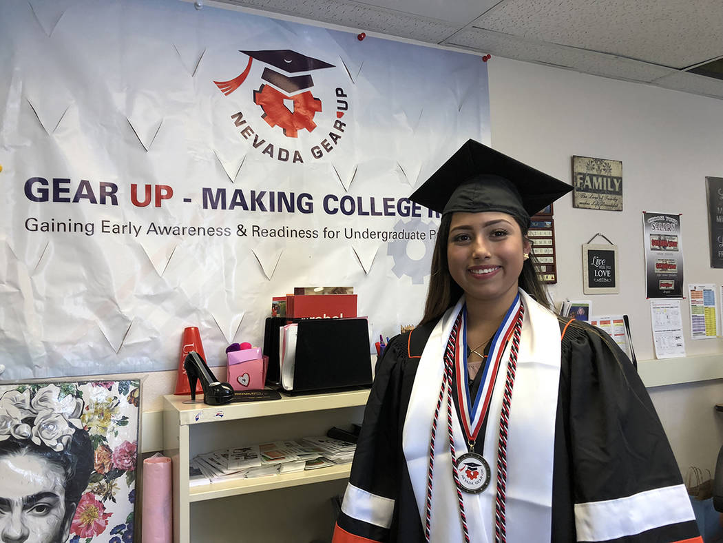 Rosa Ramos, de 19 años, en el salón de Gear Up. El 24 de mayo de 2018, en la preparatoria Chaparral High School. Foto Valdemar González / El Tiempo - Contribuidor.