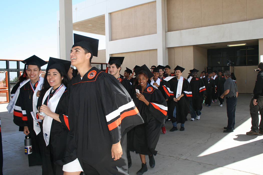 Graduados de Chaparral HS caminan por última vez en su escuela. El 24 de mayo de 2018, en la preparatoria Chaparral High School. Foto Valdemar González / El Tiempo - Contribuidor.