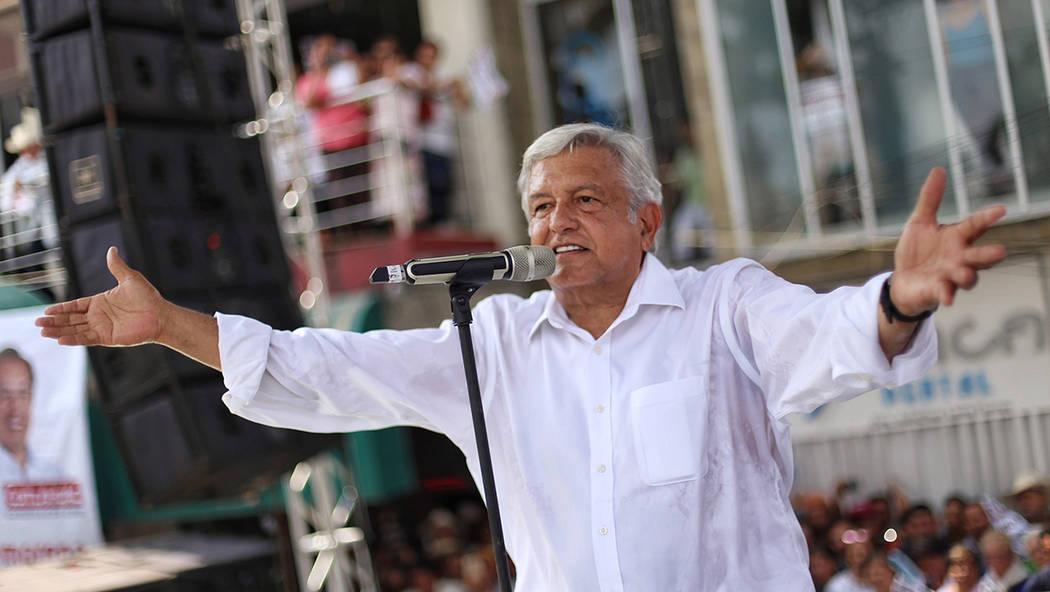 """Archivo. Martínez de la Torre, Ver., 6 Jun. 2018 (Notimex-Especial).- Andrés Manuel López Obrador, candidato a la Presidencia de México por la coalición """"Juntos Haremos Historia"""", encabezó u ..."""