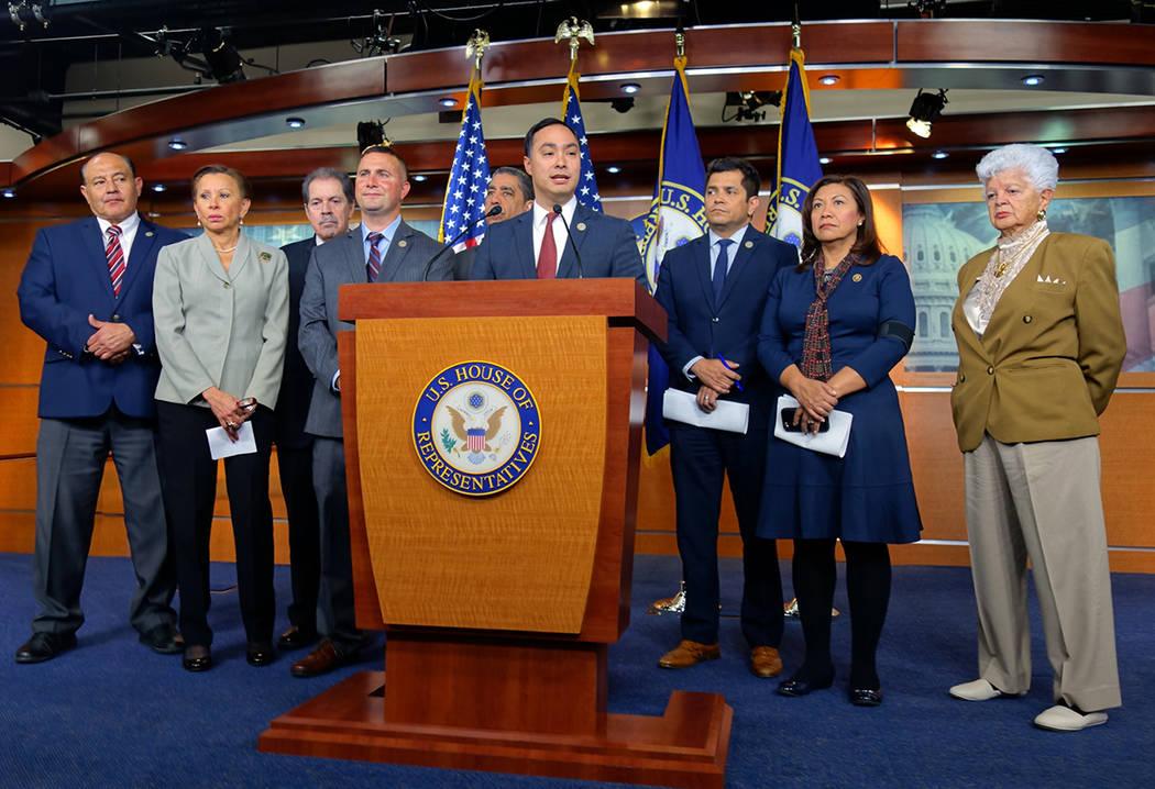 Archivo. Washington, 11 Abr 2018 (Notimex- José López).- Legisladores demócratas latinos anunciaron hoy que combatirán la decisión de la administración del presidente Donald Trump de incluir ...