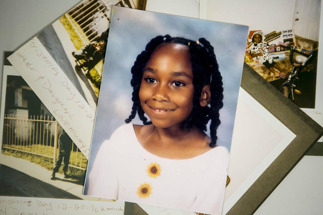 Las imágenes de la joven Sherrice Iverson se ven en la bóveda de pruebas en el Centro de Justicia Regional el miércoles 17 de mayo de 2017 en Las Vegas. Hace veinte años, el 25 de mayo de 1997 ...