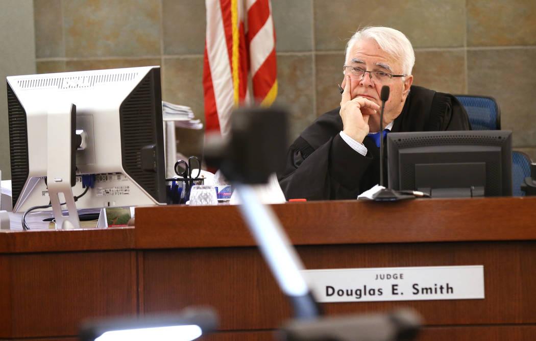 El Juez de Distrito, Doug Smith, preside una audiencia en el Centro de Justicia Regional el jueves 31 de mayo de 2018 para Jeremy Strohmeyer, quien abusó sexualmente y mató a Sherrice Iverson, d ...