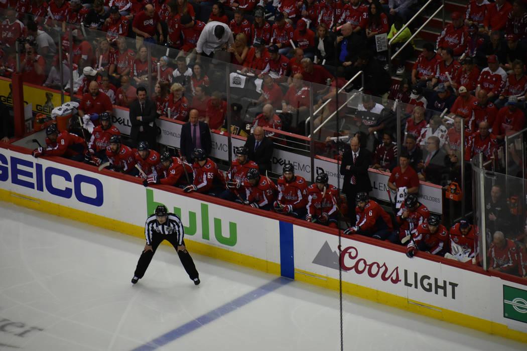 Durante el primer periodo, un gol fue anulado a Capitals por clara obstrucción sobre el portero visitante. Sábado 2 de junio de 2018 en Capital One Arena de Washington DC. Foto Anthony Avellaned ...