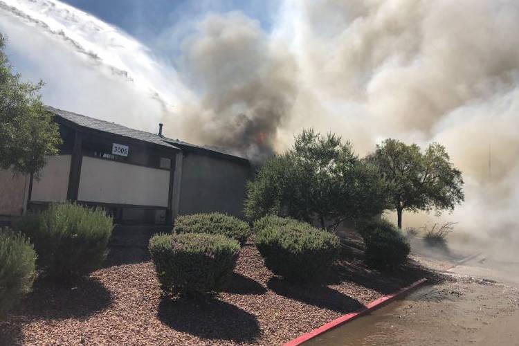 El incendio del domingo en 3005 Saint George St., cerca de Cheyenne Avenue y Civic Center Drive, desplazó a siete personas que vivían en el fourplex. (Departamento de Bomberos de North Las Vegas)