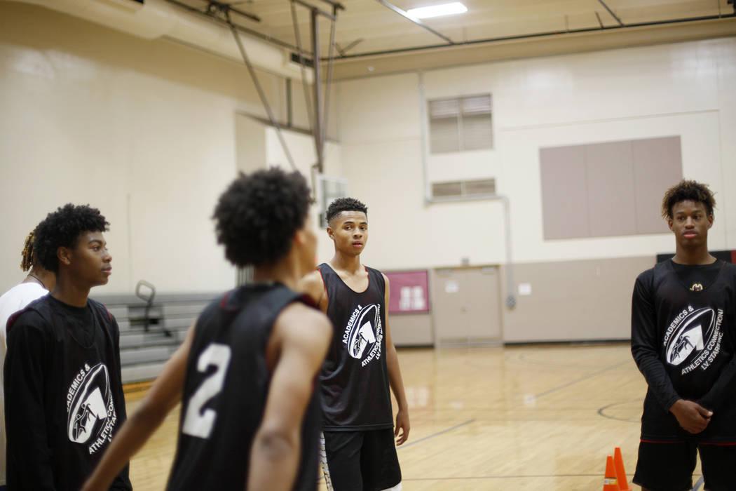 D'Andre Burnett, centro, en la práctica de baloncesto para LV Stars en el complejo deportivo Chuck Minker en Las Vegas, martes 8 de mayo de 2018. Rachel Aston Las Vegas Review-Journal @rookie__rae
