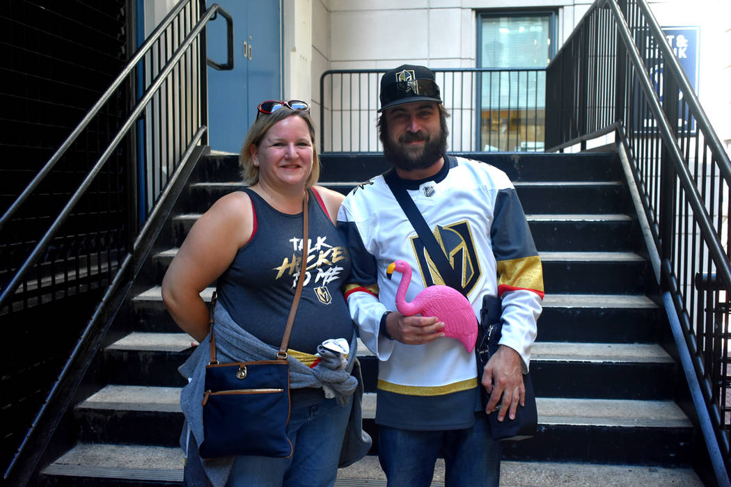 Shalom Stephens y Mike Bober acudieron para apoyar a Vegas Golden Knights. Lunes 4 de junio del 2018 en Capital One Arena de Washington DC. Foto Anthony Avellaneda / El Tiempo.