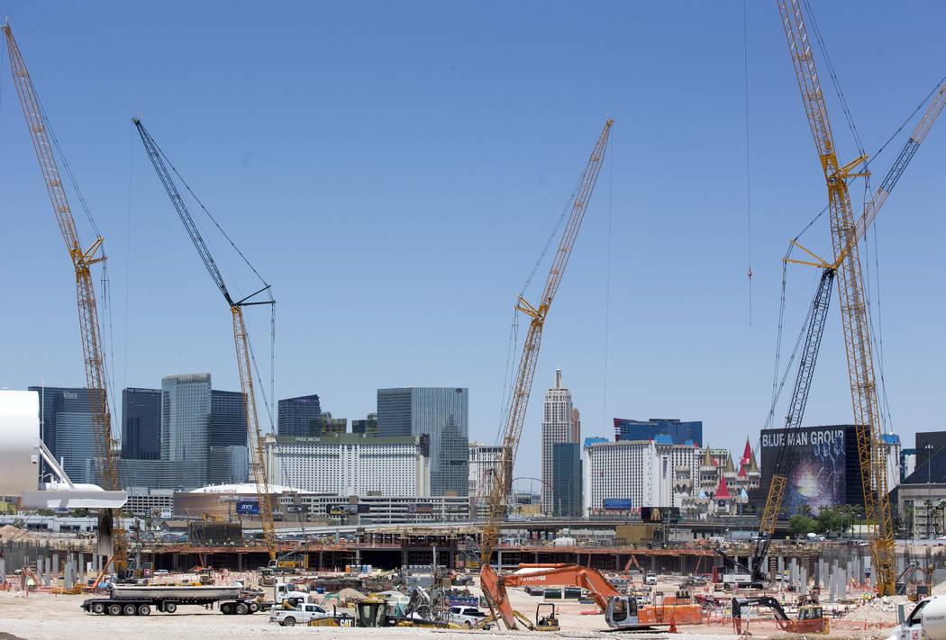 La construcción continúa en Las Vegas Stadium el lunes 4 de junio de 2018. Richard Brian Las Vegas Review-Journal @vegasphotograph