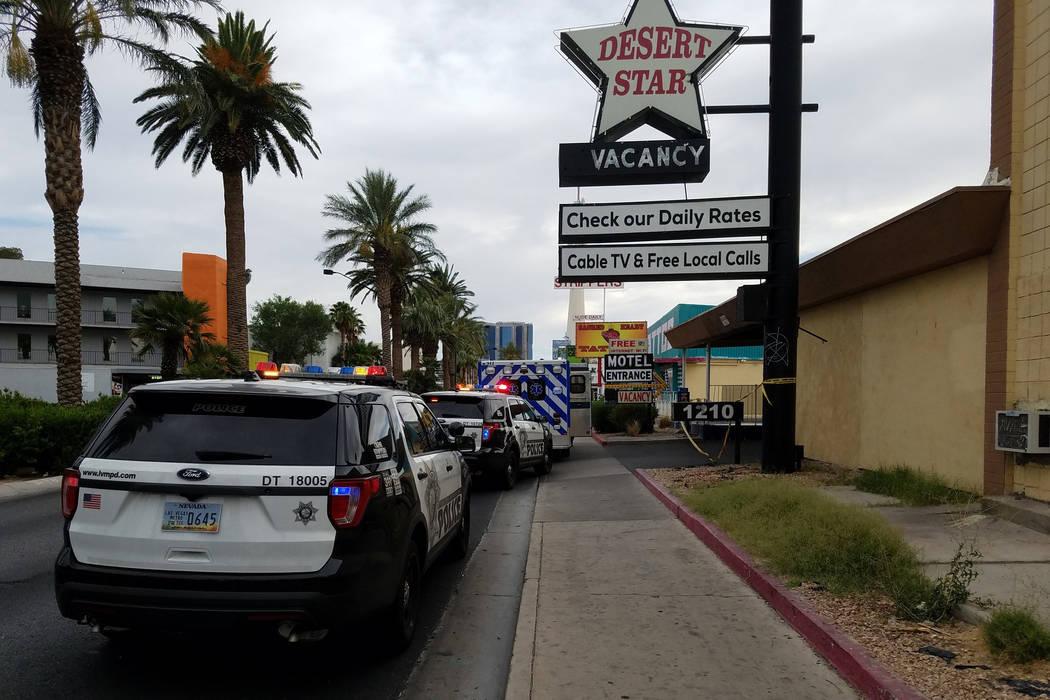 La policía de Las Vegas investiga un cadáver encontrado en el Desert Star Motel, 1210 Las Vegas Blvd. Sur el martes, 5 de junio de 2018. (Mike Shoro / Las Vegas Review-Journal)