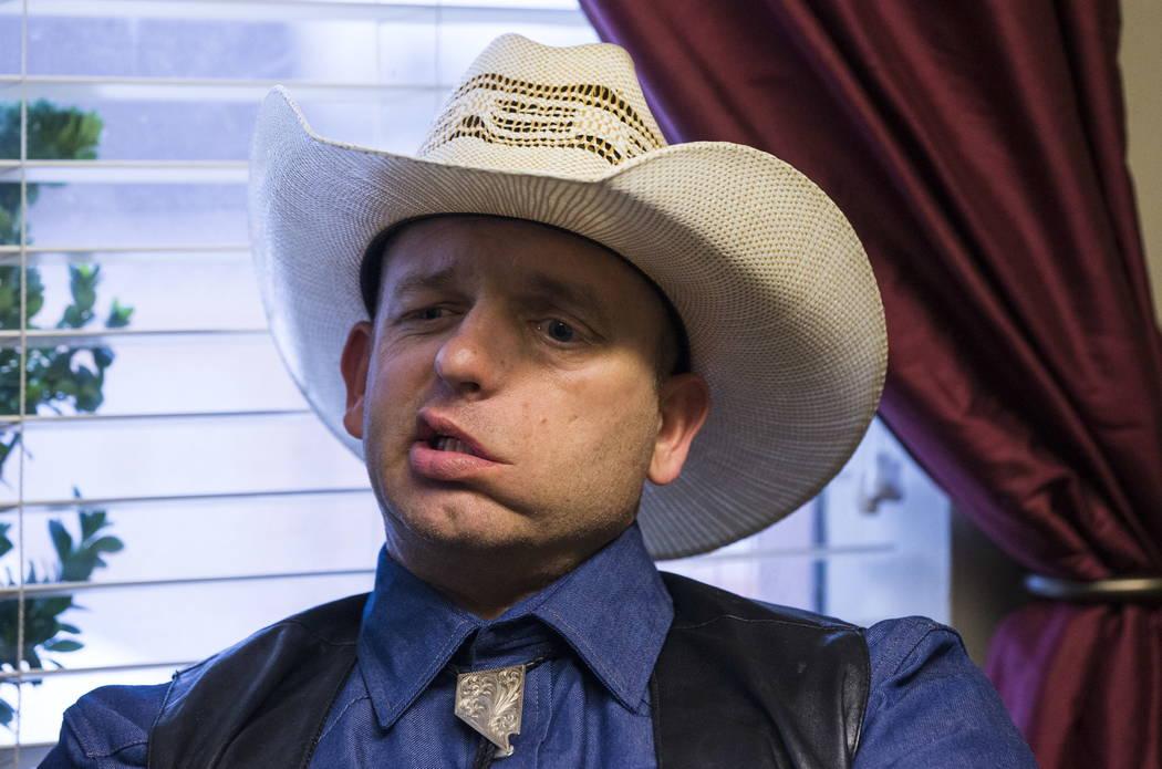 Ryan Bundy, hijo del ranchero de Bunkerville, Cliven Bundy, es visto en el centro de Las Vegas el martes 9 de enero de 2018. (Chase Stevens Las Vegas Review-Journal)