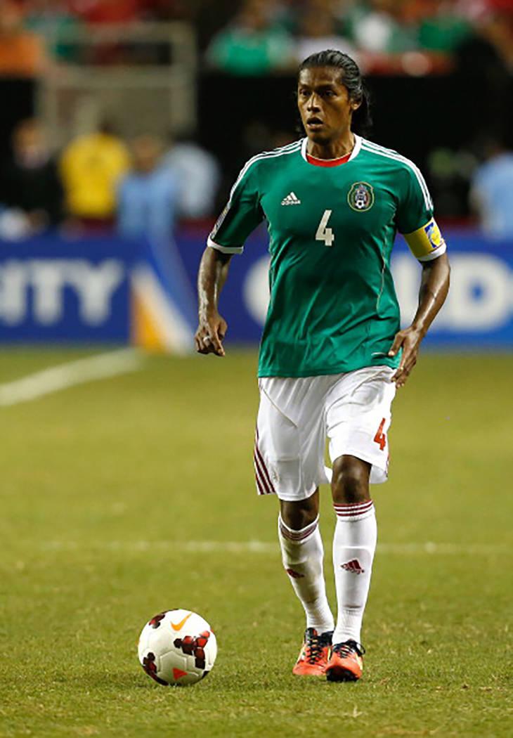 Joel Huiqui (4), capitán de la Selección de México, durante un partido de la Copa Oro de CONCACAF contra Trinidad & Tobago, el 20 de julio del 2013 en Atlanta, Georgia. [ Foto Mike Zarrilli / G ...