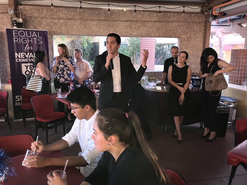 El demócrata Nelson Araujo, de ascendencia salvadoreña, busca convertirse en el próximo secretario de estado. Miércoles 6 de junio del 2018 en restaurante La Cabaña. Foto Anthony Avellaneda / ...