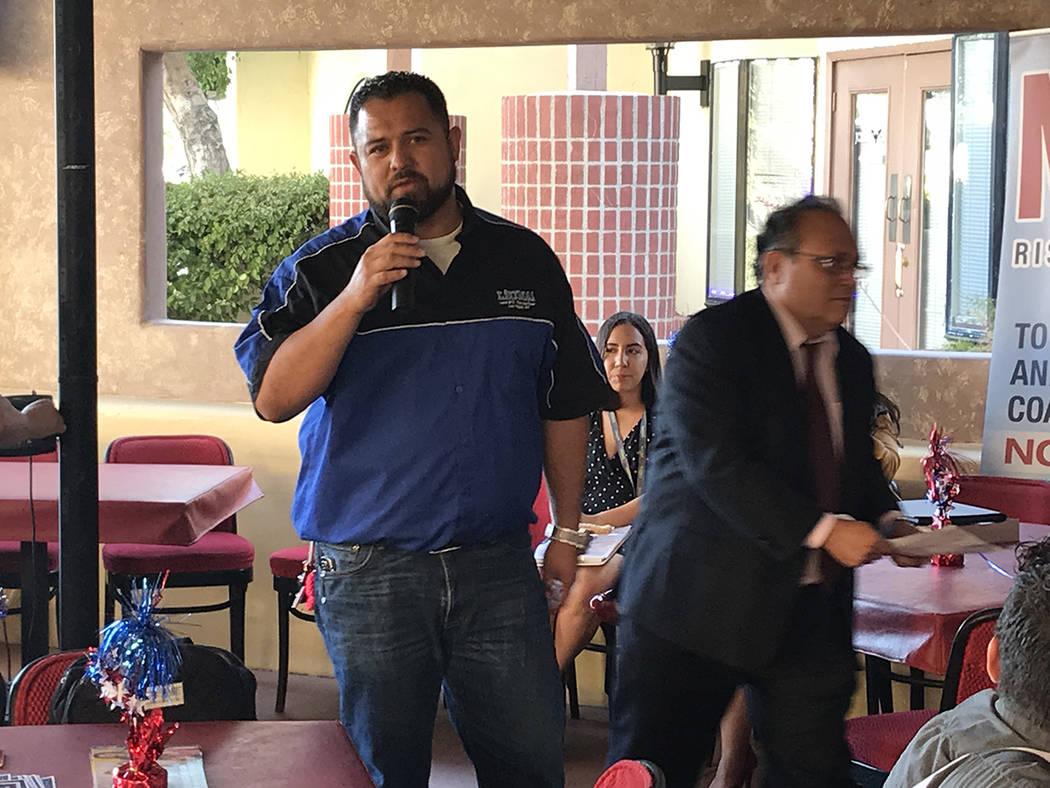El Partido Demócrata tiene representación latina a nivel local con Marco Hernández, quien se postula para comisionado por el Distrito E. Miércoles 6 de junio del 2018 en restaurante La Cabaña ...
