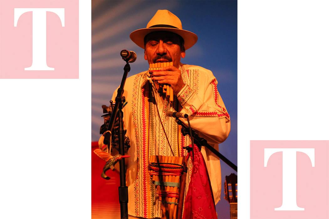 """Flavio presentó desde """"El cóndor pasa"""" hasta el """"Carnavalito"""" en flauta. Sábado 9 de junio de 2018, en el Centro Cultural Winchester. Foto Cristian De la Rosa / El Tiempo - Contribuidor."""