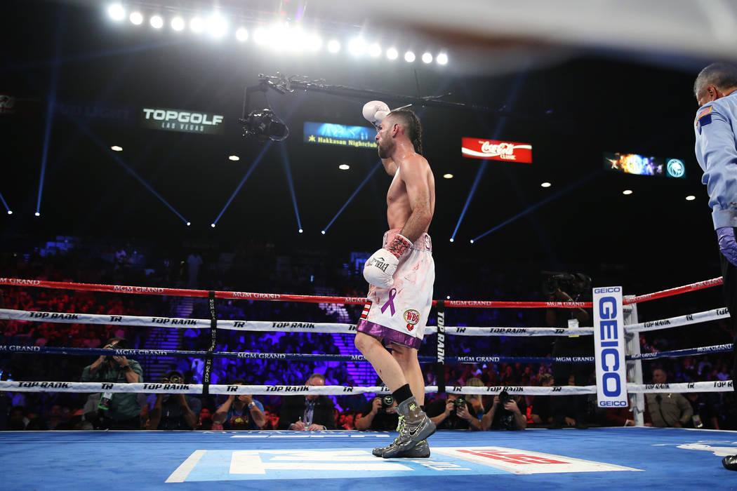 José Pedraza reacciona tras de su pelea contra Antonio Morán en la pelea de peso ligero de la OMB Latino en el MGM Grand Garden Arena en Las Vegas, el sábado 9 de junio de 2018. José Pedraza g ...