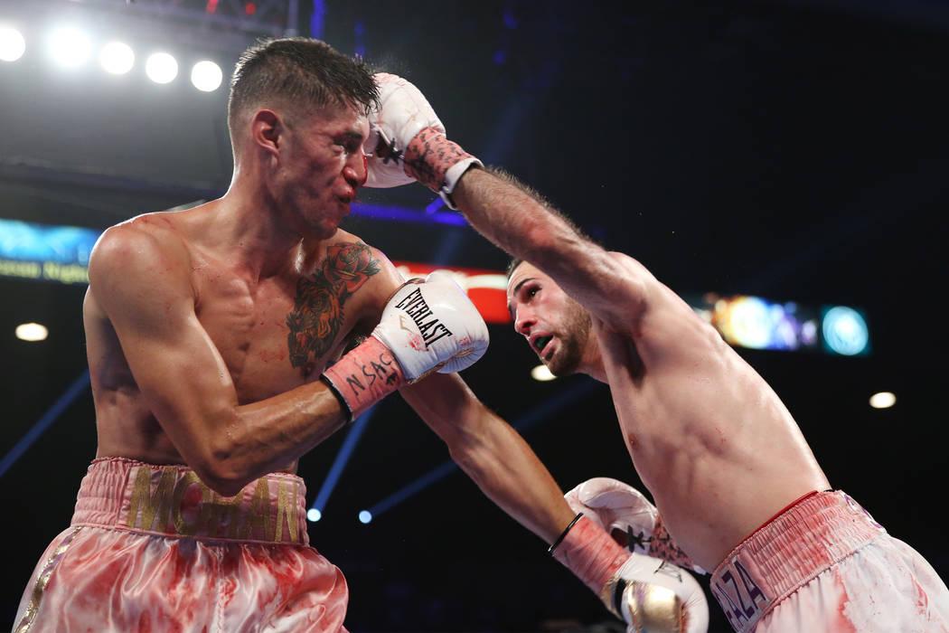 José Pedraza, a la derecha, conecta un golpe contra Antonio Moran en la pelea entre el peso ligero de la OMB Latino en el MGM Grand Garden Arena en Las Vegas, el sábado 9 de junio de 2018. José ...