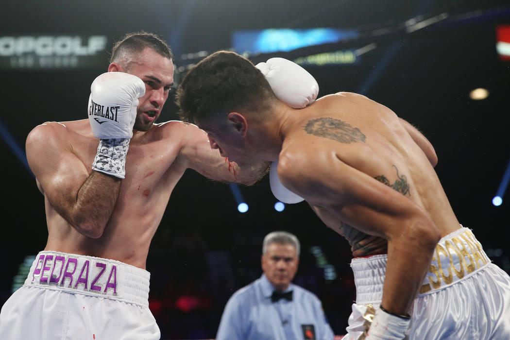 José Pedraza, izquierda, conecta un golpe contra Antonio Morán en la pelea de peso ligero de la OMB Latino en el MGM Grand Garden Arena en Las Vegas, el sábado 9 de junio de 2018. José Pedraza ...