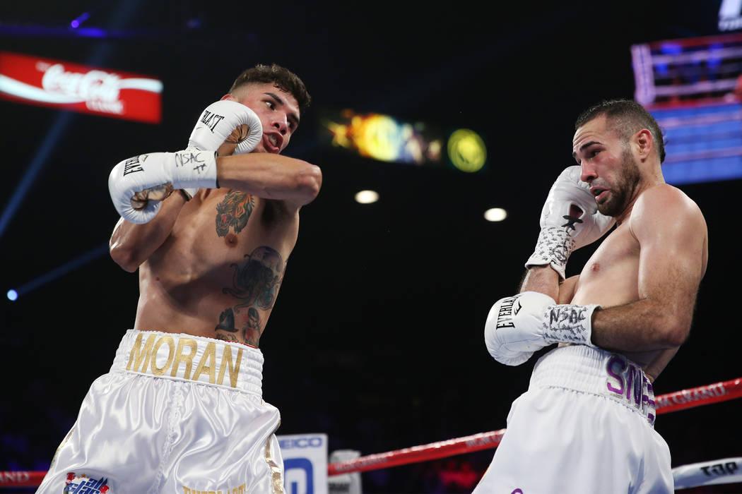Antonio Morán, izquierda, pelea contra José Pedraza en la pelea de peso ligero de la OMB Latino en el MGM Grand Garden Arena en Las Vegas, el sábado 9 de junio de 2018. José Pedraza ganó por ...