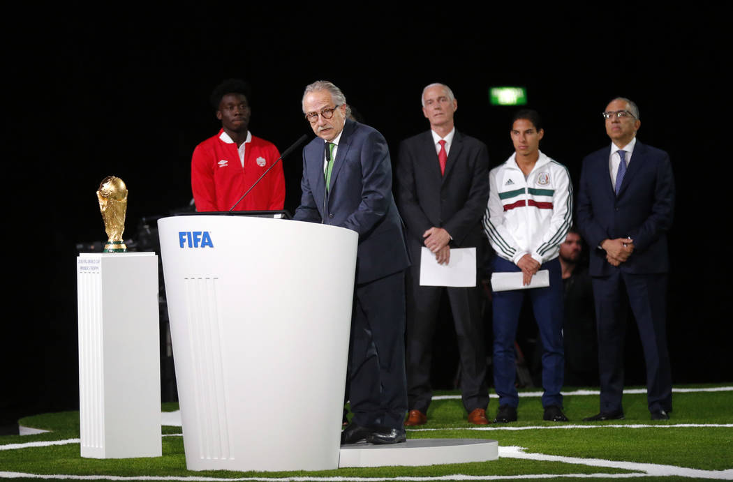 Decio de María, presidente de la Asociación de Fútbol de México, habla en el congreso de la FIFA en vísperas del primer partido de la Copa Mundial de fútbol 2018 en Moscú, Rusia, el miérco ...
