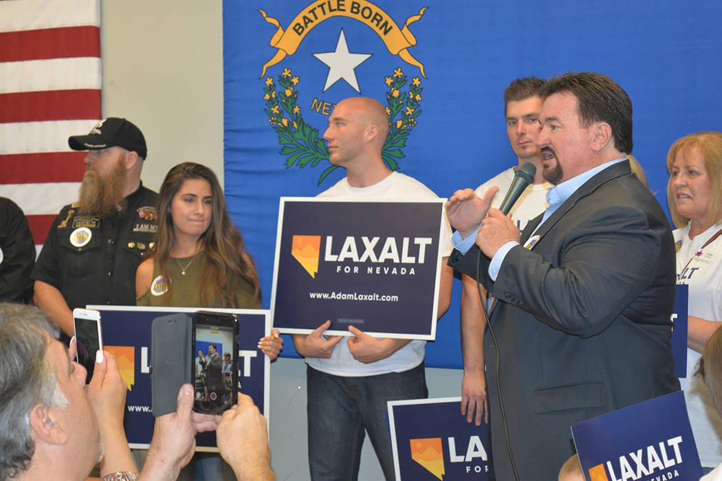 Adam Laxalt contó con el apoyo de cientos de sus seguidores para su cierre de pre-campaña. Lunes 11 de junio, en el 7395 South Pecos Rd. Foto Frank Alejandre / El Tiempo.