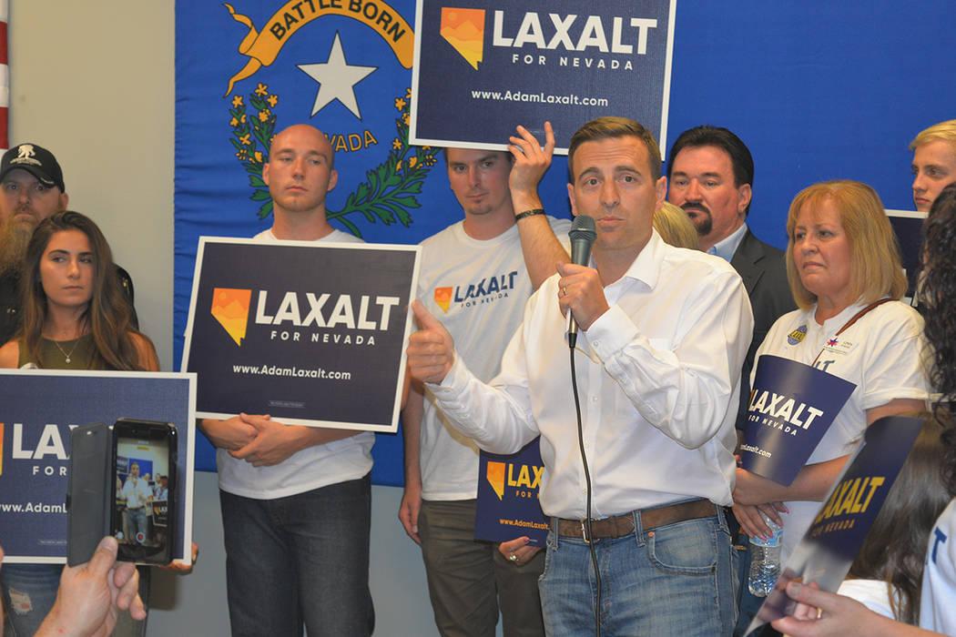 El republicano Adam Laxalt ganó la elección de su partido con una ventaja considerable sobre sus rivales. Lunes 11 de junio, en el 7395 South Pecos Rd. Foto Frank Alejandre / El Tiempo.