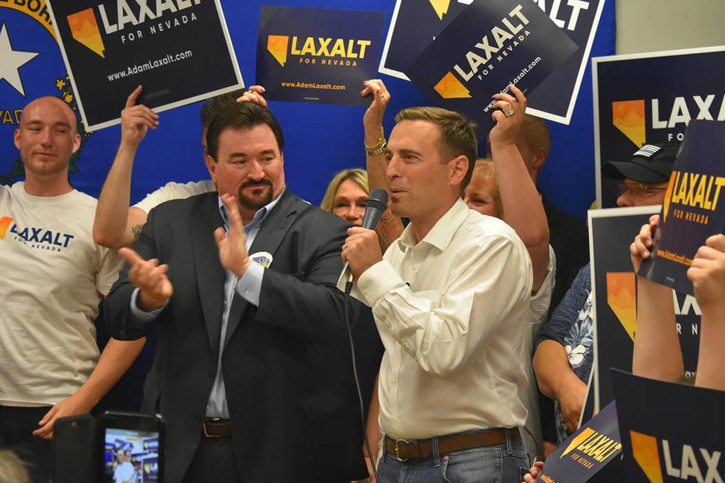 El republicano Adam Laxalt dijo que trabajará por impulsar la economía de Nevada. Lunes 11 de junio, en el 7395 South Pecos Rd. Foto Frank Alejandre / El Tiempo.