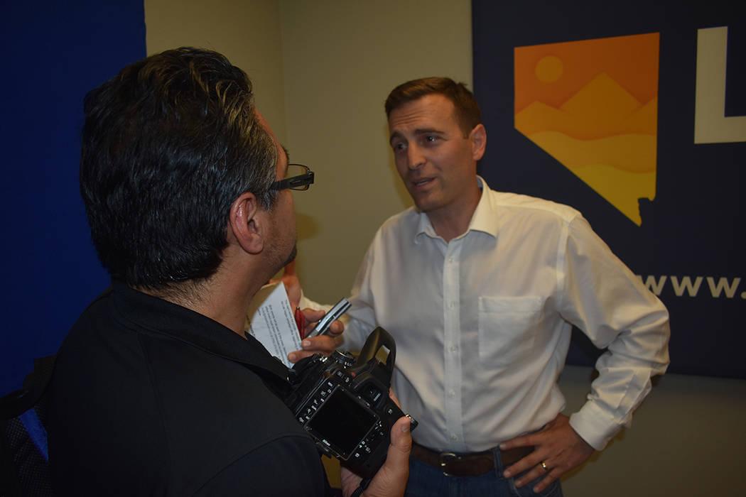 El republicano Adam Laxalt otorgó una entrevista exclusiva para El Tiempo. Lunes 11 de junio, en el 7395 South Pecos Rd. Foto Anthony Avellaneda / El Tiempo.
